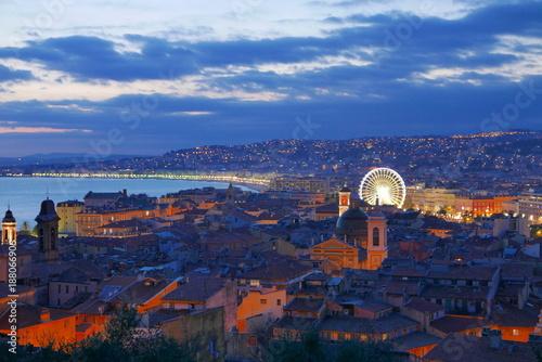 Fotobehang Nice silhouettes admiratives du coucher de soleil niçois