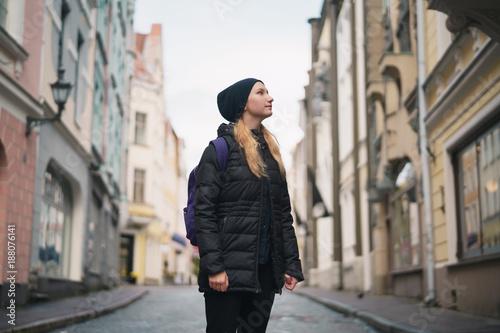 Foto Murales portrait of teen girl walking in Old Tallinn in autumn