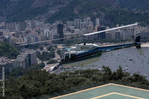 Papiers peints Rio de Janeiro Hubschrauber über Rio de Janeiro