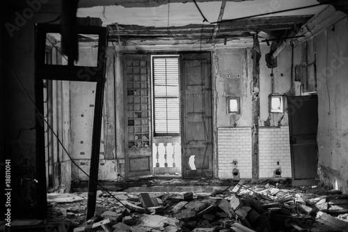 Foto op Aluminium Oude verlaten gebouwen Derrumbado