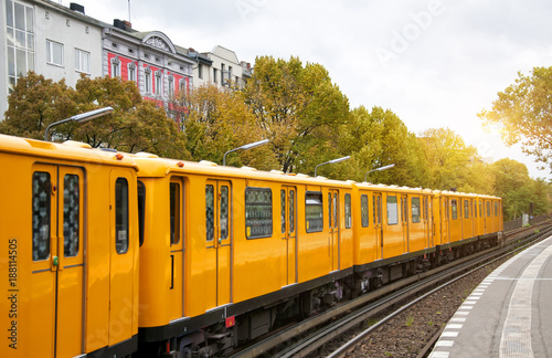 Papiers peints Berlin Berlin yellow subway (U-Bahn), Schlesisches Tor station