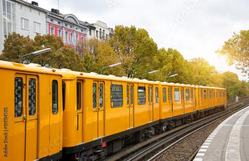 Canvas Berlijn Berlin yellow subway (U-Bahn), Schlesisches Tor station