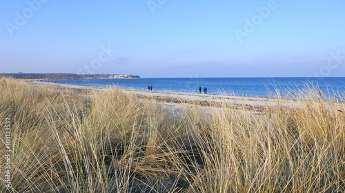 Staande foto Noordzee An einem sonnigen Wintertag am Meer, Deutschland, Schleswig-Holstein, Ostsee