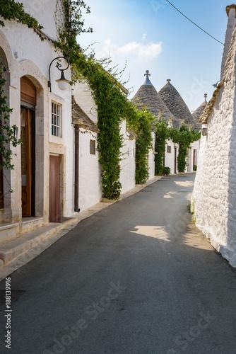 Narrow street in Alberobello town - 188139916