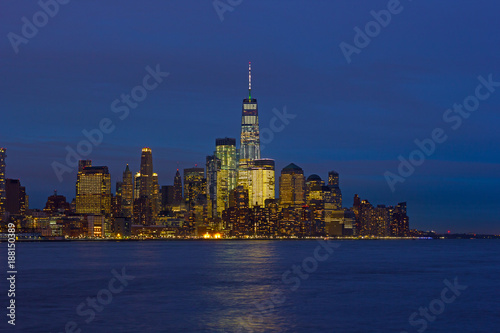 Foto op Plexiglas New York Low Manhattan skyline at night with reflection in Hudson River. New York urban panorama on a clear night in winter.
