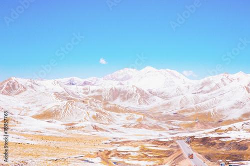 Fotobehang Wit Marching towards Qinghai