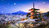 Berg Fuji mit Kirschblüte und Chureito Pagoda, Japan - 188176978