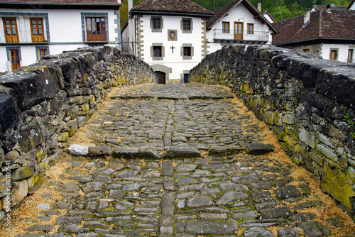 Foto Murales Steinbrücke in den Pyrenäen