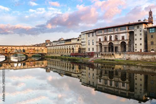Fotobehang Florence vasari corridor and ponte vecchio bridge at background, florence