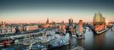 Elbphilharmonie und Hafencity bei Sonnenuntergang - 188202539
