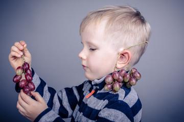 Weintrauben naschen