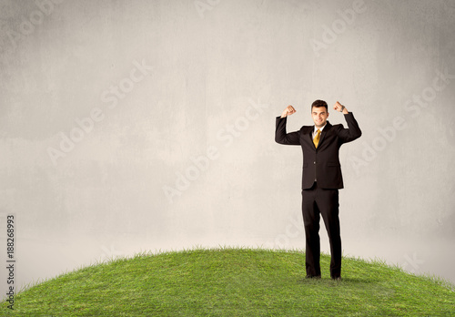 Foto Murales man standing in front of city landscape