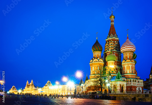 Poster Moskou Moscow night view of Red Square and Saint Basil s Cathedral.