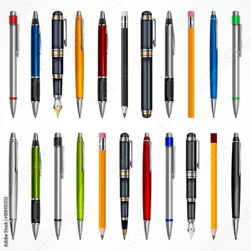 Zestaw piór i ołówków, narzędzia do pisania rysunku, na białym tle
