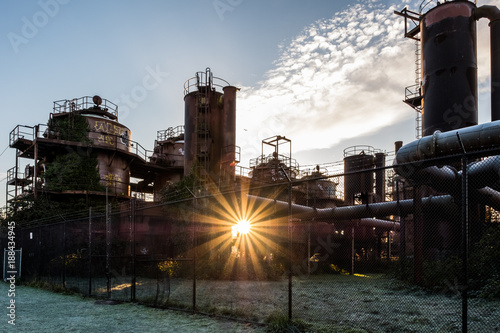 Foto op Aluminium Oude verlaten gebouwen Sunrise sunburst on the Winter Solstice