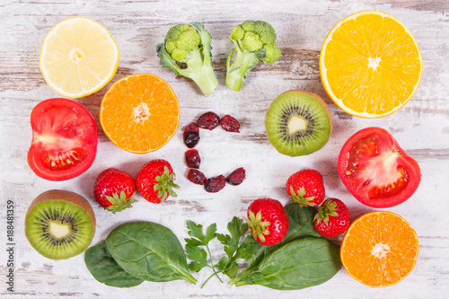 Foto Murales Fruits and vegetables containing vitamin C, fiber and minerals, strengthening immunity and healthy eating