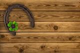 Hufeisen auf  Holz und Klee