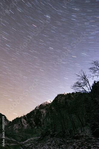 Fotobehang Bleke violet Nacht in den Bergen von Kaprun Kitzsteinhorn