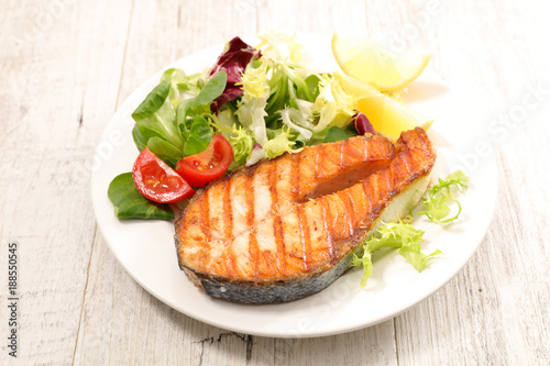 Foto op Canvas Steakhouse grilled salmon steak with salad