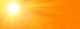 Sfondo astratto soleggiato di estate di natura con il sole splendente - 188557398