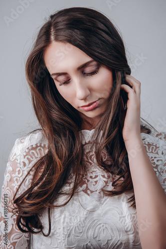 Eine Frau mit gepflegten Haaren und Haut