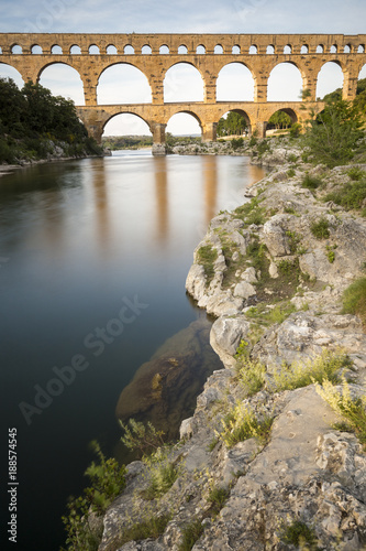 Le Pont du Gard classé Patrimoine Mondial de l'UNESCO, Grand Site de France, pont aqueduc romain qui enjambe le Gardon, Gard