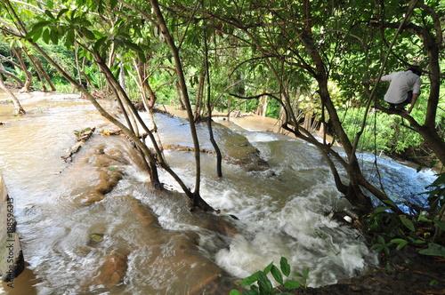 Papiers peints Rivière de la forêt Beautiful waterfalls in the middle of Thailand rain forest.