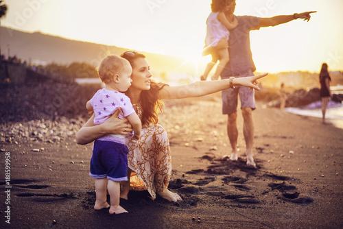 Papiers peints Artiste KB Happy family on a tropical beach