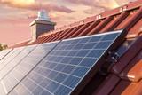 Photovoltaikanlage auf dem Dach - 188601751