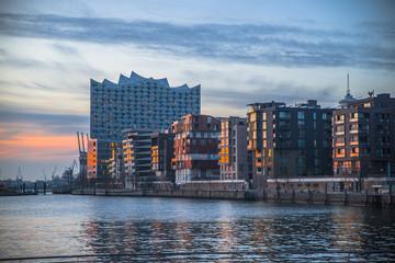 Hamburg Sonnenuntergang Elbphilharmonie