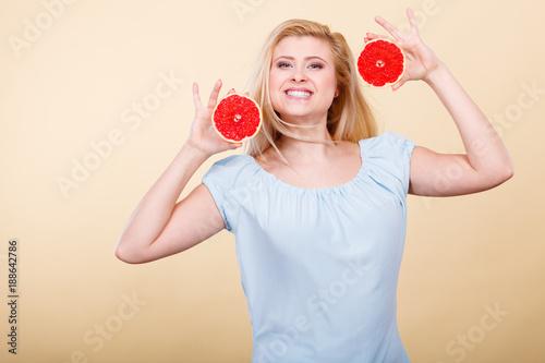Foto Murales Happy smiling woman holding red grapefruit