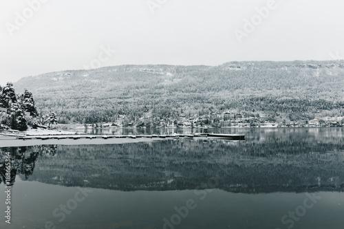 Keuken foto achterwand Natuur Calm lake in winter