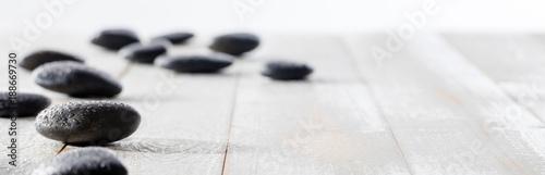 masaż czarnych kamyków dla duchowości, ajurwedy, beauty spa lub jogi