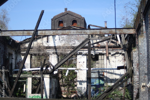 Deurstickers Oude verlaten gebouwen bauruine