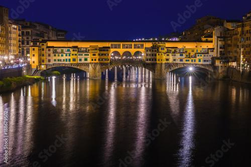 Foto Murales Bridge Ponte Vecchio in Florence at night