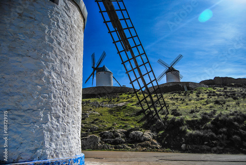Molinos de viento en Consuegra,Toledo, La Mancha - 188729315