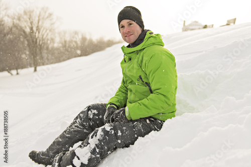 Foto Murales man enjoying the moment in winter season
