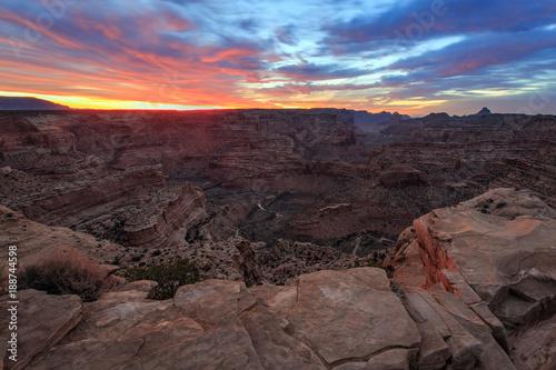 Papiers peints Marron chocolat Sunrise glow in the Utah desert, USA.