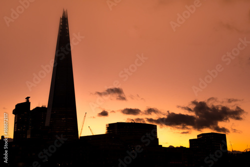 Staande foto London London skyline at sunset with silhoutted buildings