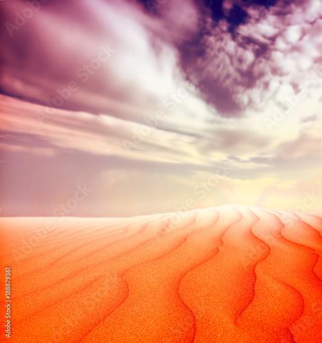 Foto op Aluminium Oranje eclat Sunset over the Sahara Desert