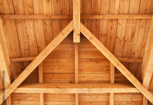 charpente traditionnelle en bois - 188905563