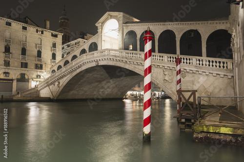 Foto Murales Rialto bridge by night