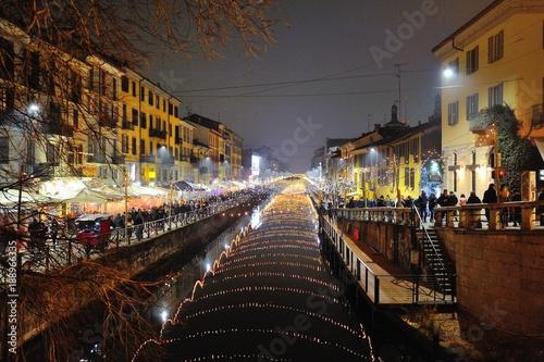 Fotobehang Milan Milano luci di notte sui Navigli