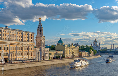 Poster Moskou Moscow cityscape with river embankment