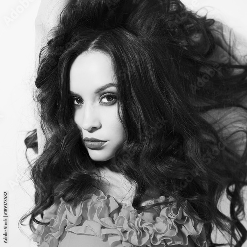 Fotobehang womenART Beautiful brunette woman