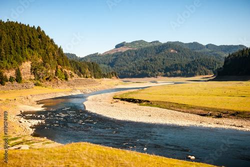 Papiers peints Miel River Bend through Valley