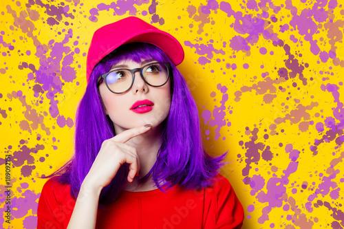 Papiers peints Pop Art Woman with purple hair and eyeglasses
