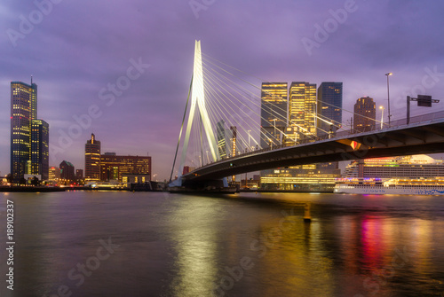 In de dag Rotterdam Erasmus bridge with Rotterdam skylines, Netherlands in November 6, 2017