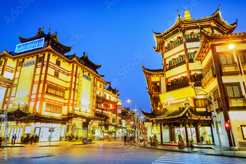 Foto op Canvas Shanghai Shanghai at night. City God Temple and Yu Garden Tourist Area. Located in Shanghai City, China.