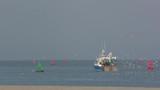 Chalutier à la pêche en baie de Somme - 189149107